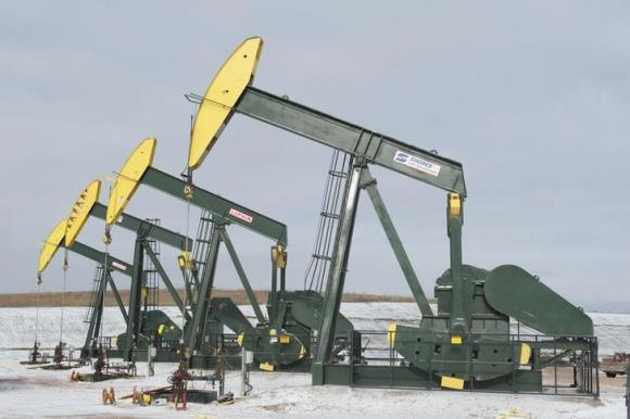 Oil prices drop on strong dollar, US crude hits six-year low