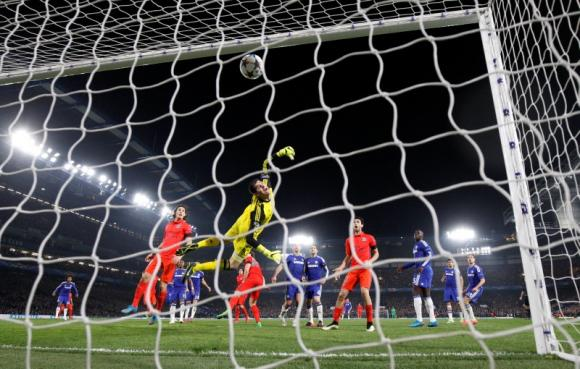 Thiago Silva goes from villain to hero as PSG oust Chelsea