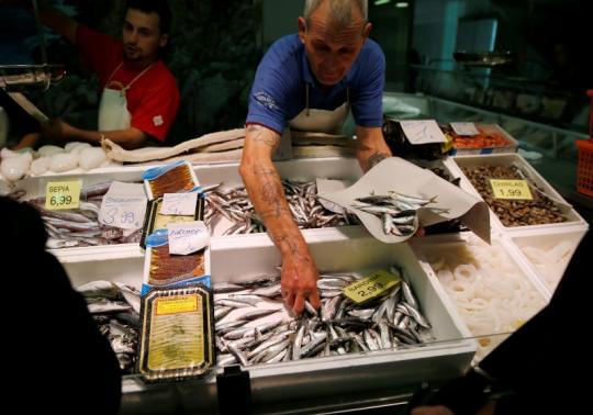 Top chefs launch campaign to eat more small fish
