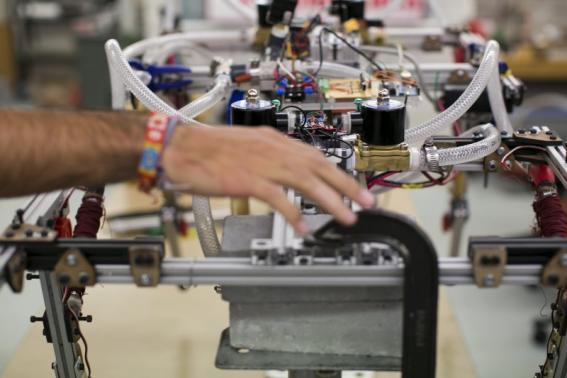 Robot racing sparks scientific enthusiasm in US students