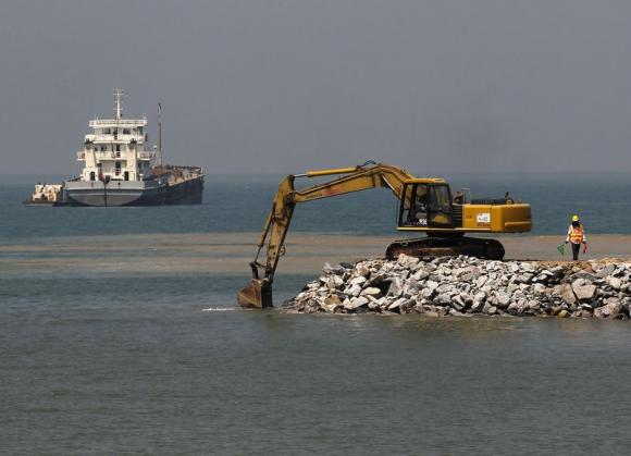 Sri Lanka threatens Chinese firm with legal action to stop project