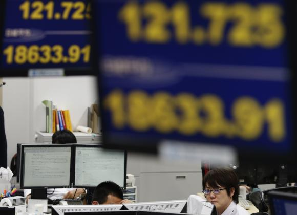 Asia stocks fall on Fed nerves, dollar in top flight