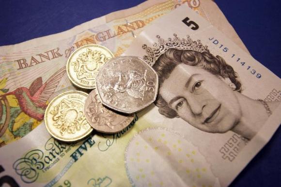 UK to raise minimum wage by 3 percent, biggest rise since 2008