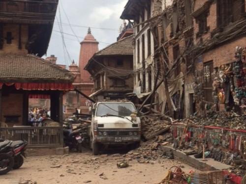 AbigailHunter_NepalQuake2_150425_4x3_992