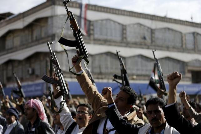 Yemeni Houthi fighters in tanks reach central Aden