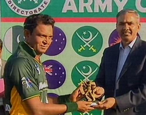 Naik Shahid Khan receives the man of the match award.