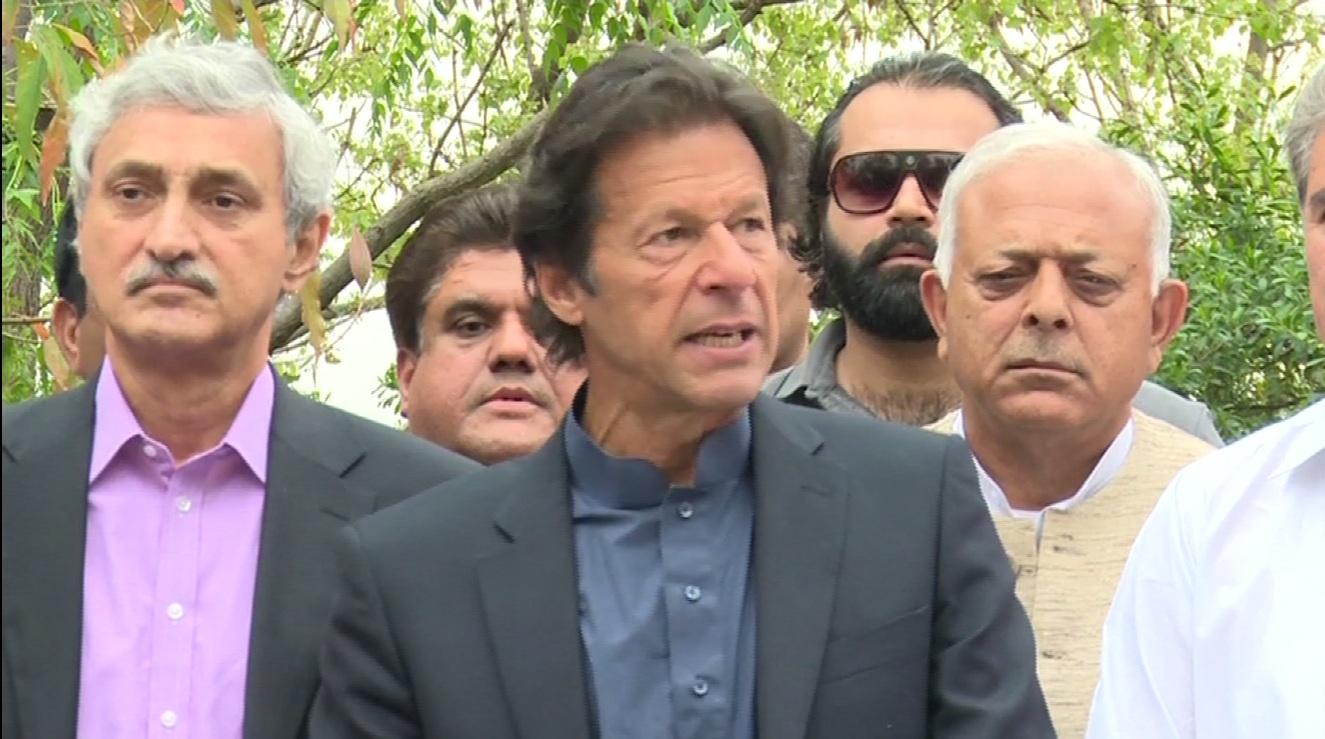 Imran invites Altaf to contest election in Punjab
