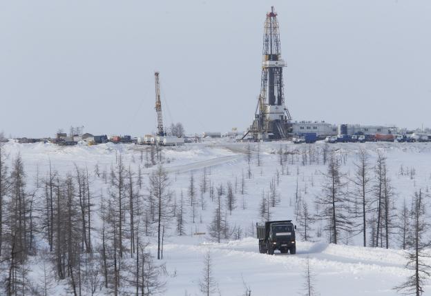 Oil falls more than 3 percent as Iran, big powers negotiate