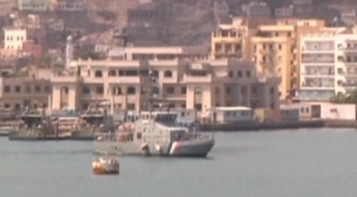 Pakistan-Ship-Navy-stranded-pakistani-foreigners_4-4-2015_180393_l