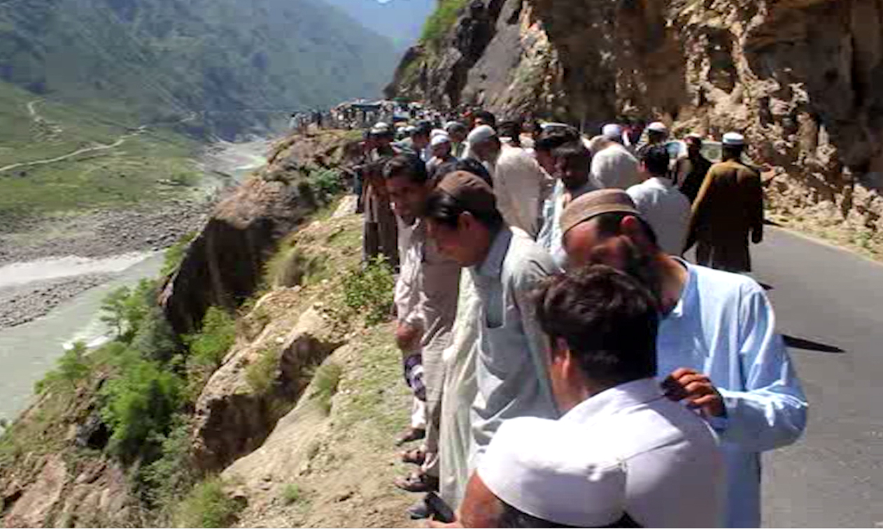 Eight die as car falls into a ditch in Shangla
