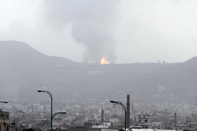 Warplanes hit Houthi base in central Yemen, students reported killed