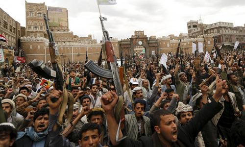Yemeni rebels 'ready for talks' if air strikes stop as dozens killed in fighting near Aden port