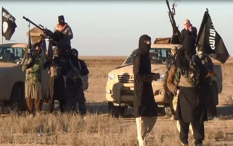 Islamic State takes military barracks, dam in Iraq's Anbar