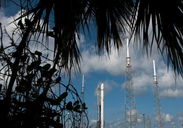SpaceX rocket launch, landing test, delayed by weather