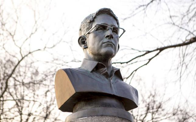 Guerrilla artists leave Snowden statue in New York park
