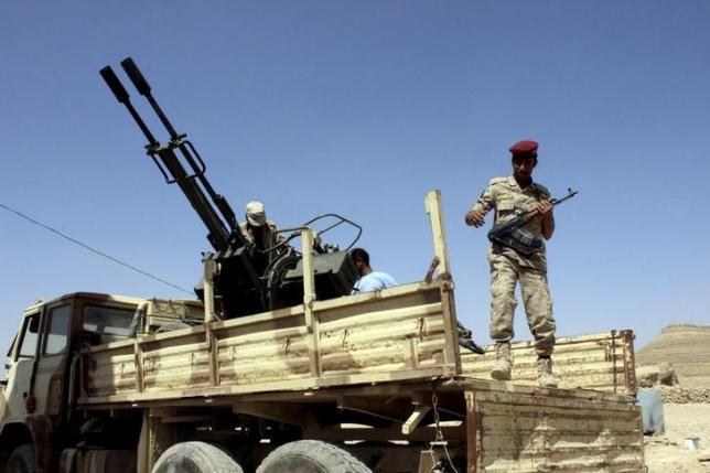 Yemen air strikes kill 25 in factory; heavy clashes on Saudi-Yemeni border