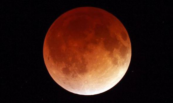 Total lunar eclipse turns moon 'blood red'