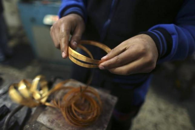 Gold extends gains after US jobs data disappoints