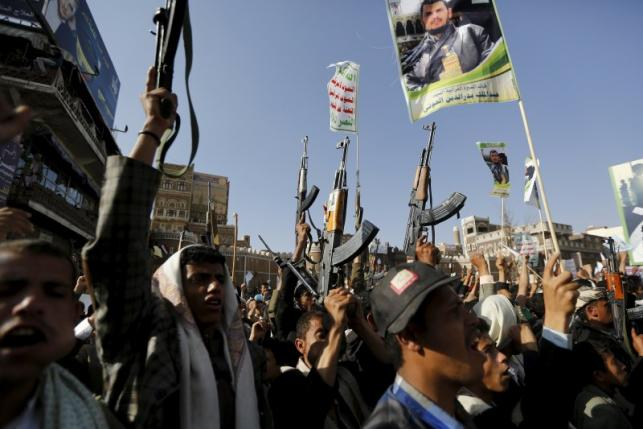 Houthi forces in Aden pull back after Saudi coalition air strikes