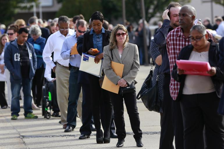 US job growth brakes sharply, clouds Fed rate hike timing