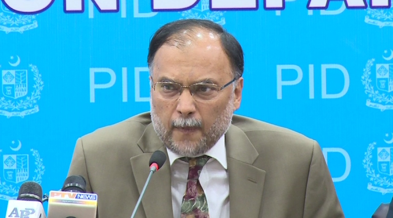 "PM Nawaz Sharif to inaugurate ""Green Bus Project"" in October, says Ahsan Iqbal"