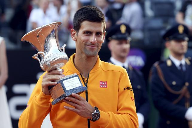 Djokovic over-runs Federer, Sharapova wins in Rome