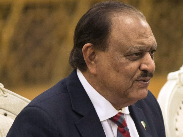 President Mamnoon Hussain condoles train accident deaths