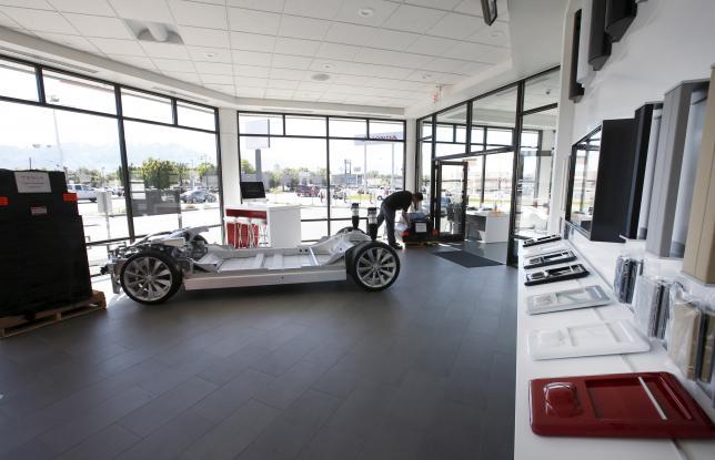 Tesla CFO Ahuja to retire; electric car maker sees growth spurt