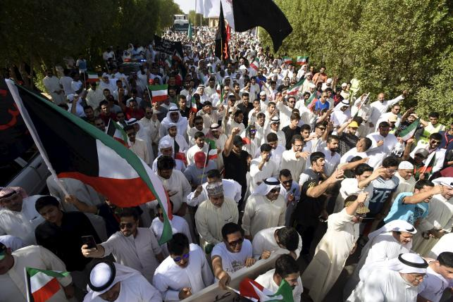 Kuwait detains driver of vehicle that took bomber to mosque