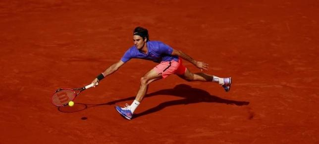 Wawrinka trips up Federer in all-Swiss duel