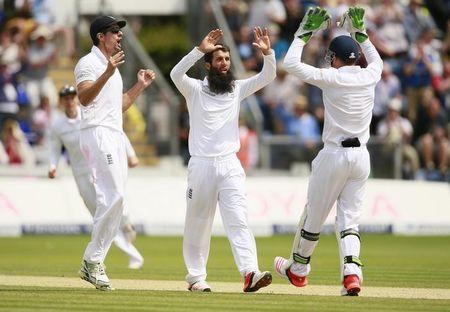 Moeen removes dangerous Warner to boost England