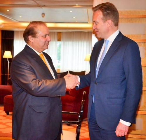 Prime Minister Nawaz Sharif shakes hand with Norwegian Foreign Minister Borge Brende.
