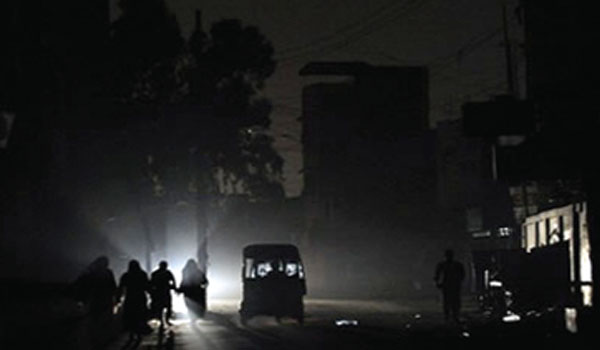 A few minutes' rain plunges Karachi into darkness