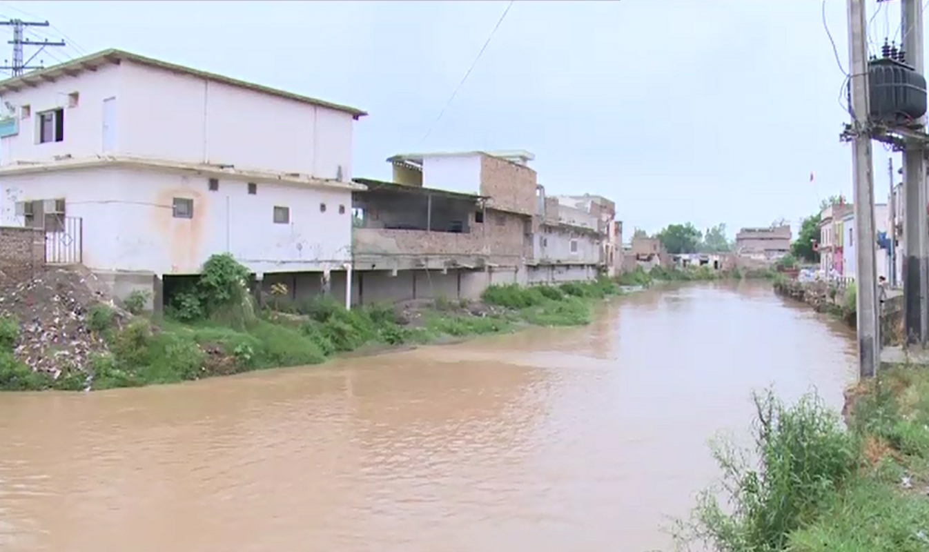 Two picnickers drown in Thattha; six-year-old boy dies during migration due to flood in Rojhan