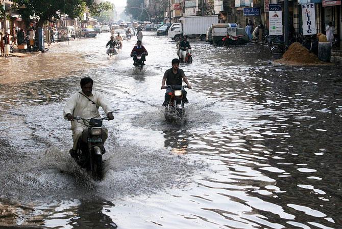 Wide-spread heavy rains in KPK, Punjab; Met department forecasts more rains