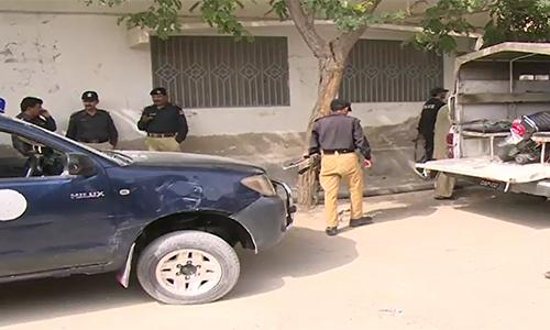 Karachi: Police arrest eight including lawyer's murderer; seize drugs