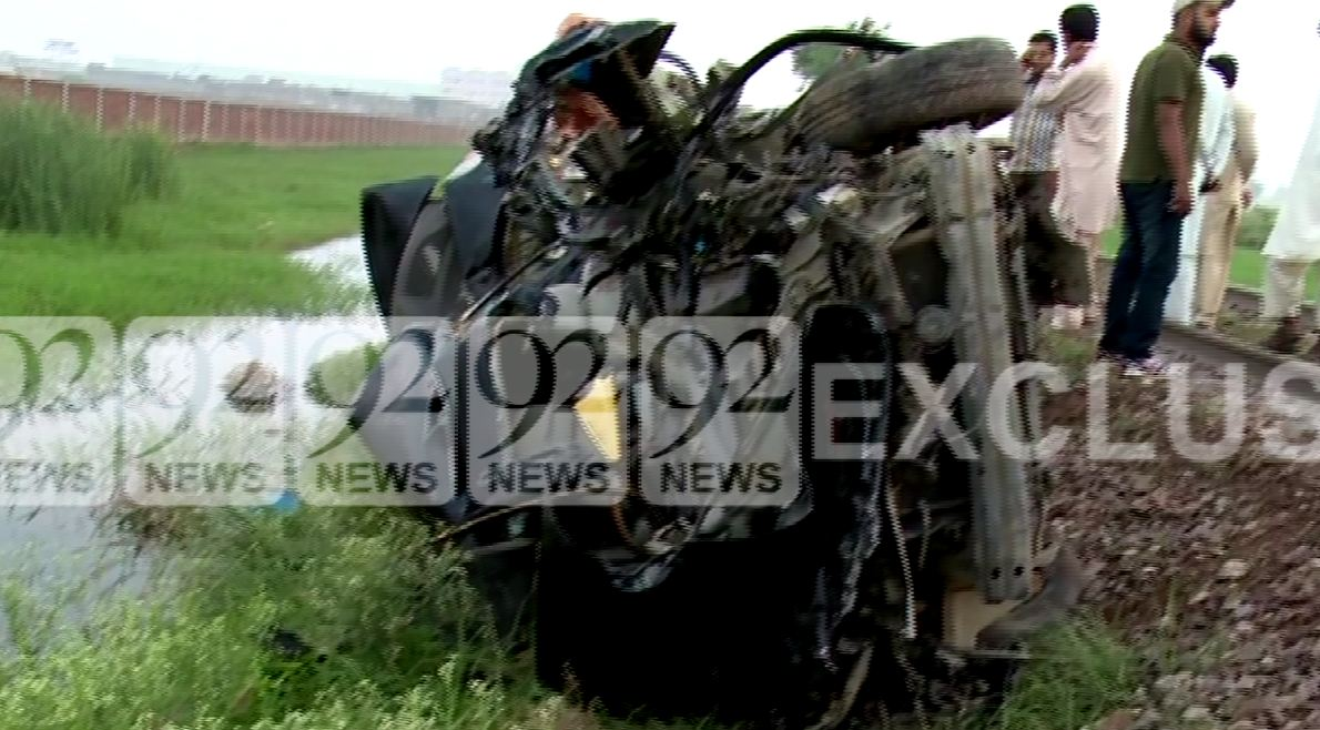 Four killed as car collides with train in Gujranwala