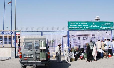 Iran hands over 188 deportees to Pakistan