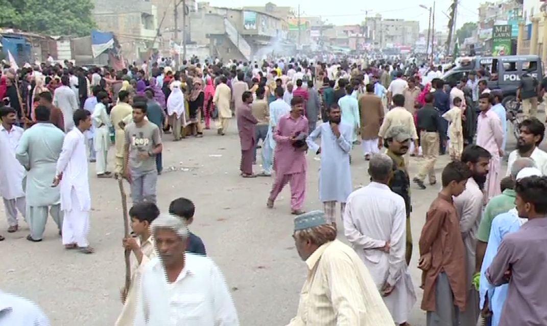 Karachi: Anti-encroachment operation; residents create disorder