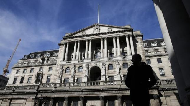 Bank of England signals early 2016 hike after sterling climb