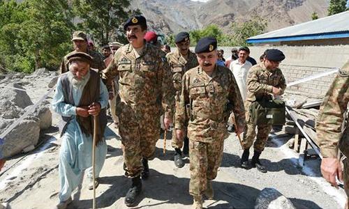 COAS General Raheel Sharif visits flood-hit areas in Chitral; orders speedy restoration of roads, bridges