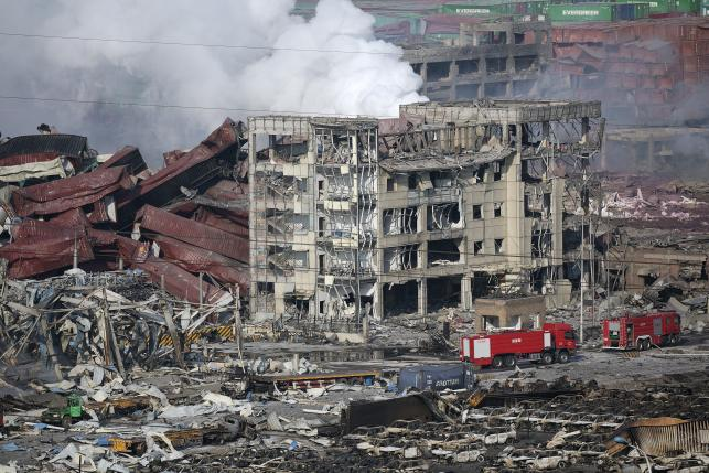 Chinese official defends fire fighters after Tianjin blasts, experts focus on response
