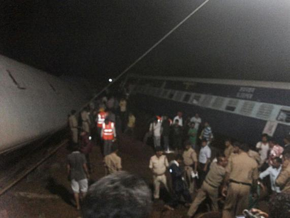 India floods derail two trains, killing at least 20; hundreds rescued