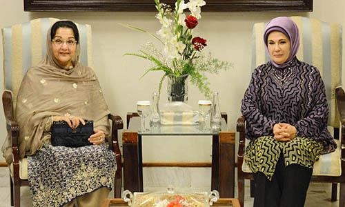 Pakistan First Lady Kalsoom Nawaz and Turkish First Lady Emine Erdogan pose for a photograph at Nur Khan Airbase.
