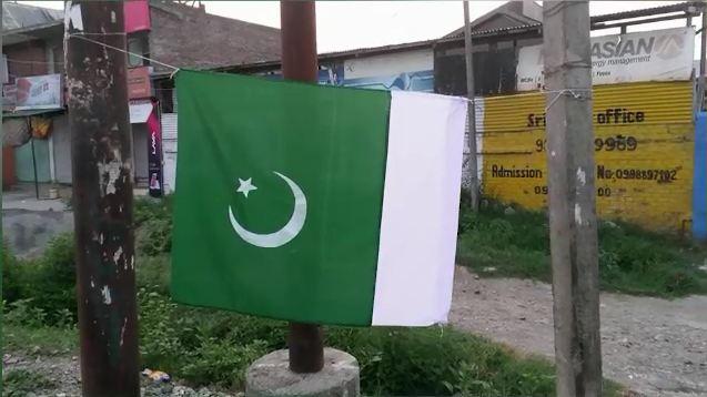 Independence Day: Kashmiris wave Pakistani flag in Srinagar depsite restrictions