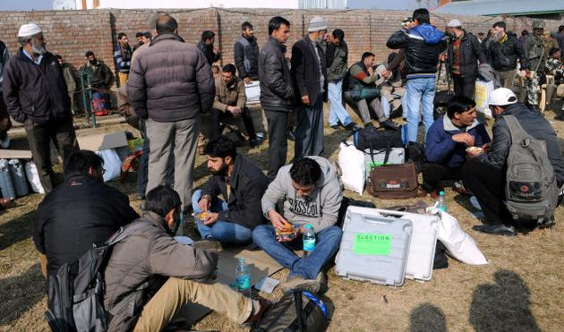 APHC Seminar on Youth: Steps should be taken to enroll Kashmiri students in Pakistani institutes