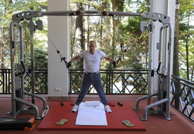 Putin pumps iron to show Russians his healthy, wholesome side