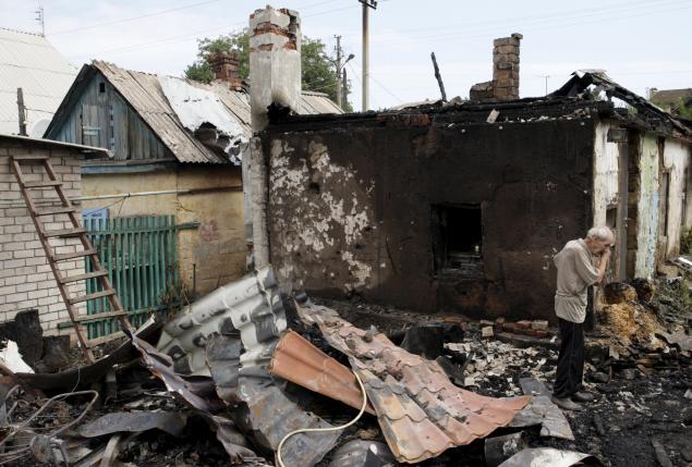 Civilians and soldiers die in east Ukraine fighting, Putin in Crimea