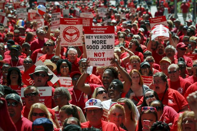 Verizon's workers say no strike for now, union talks continue