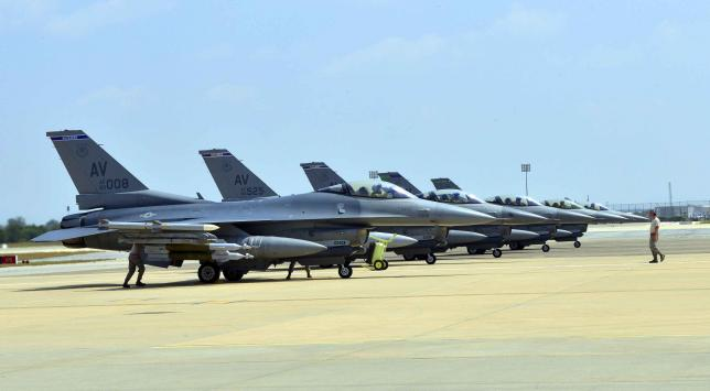U.S. sends six jets, 300 personnel to Turkey base in Islamic State fight